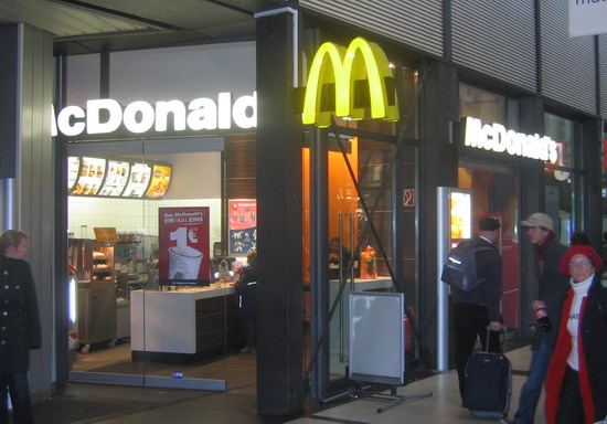 Das McDonald's-Restaurant in Kassel (Willy-Brandt-Platz)