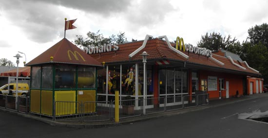 Das McDonald's-Restaurant in Frankfurt am Main (Borsigallee)