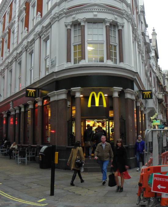 Das McDonald's-Restaurant in London (Shaftesbury Avenue)