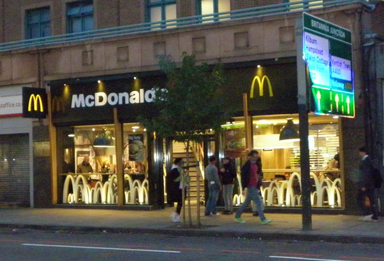 Das McDonald's-Restaurant in London (High Street)